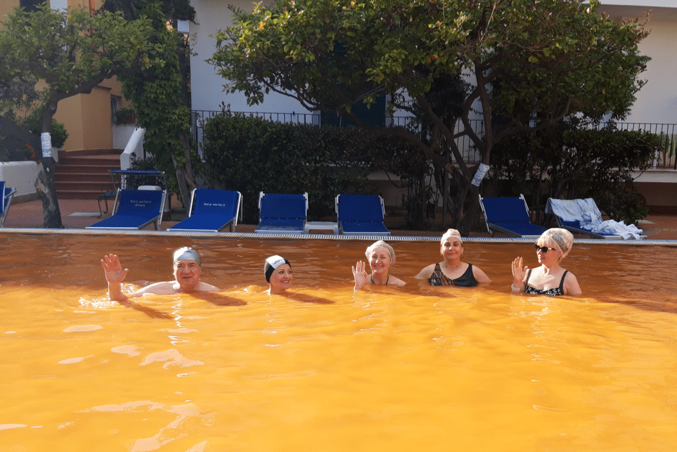 В апельсиновом бассейне